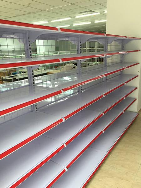 kệ siêu thị, Giá sắt để hàng trong siêu thị