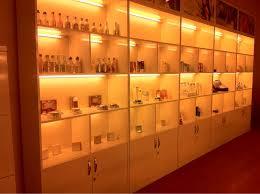 Tủ kính gỗ trưng bày