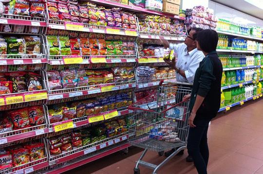 kệ siêu thị để mỳ tôm